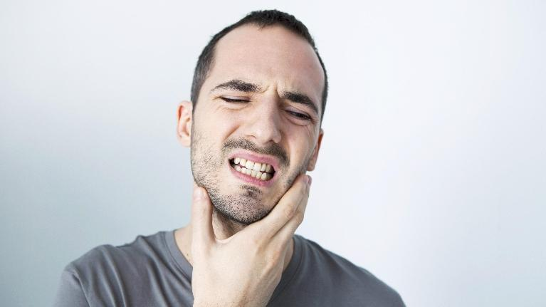 Man with Tooth Pain | Lake Erie Dental